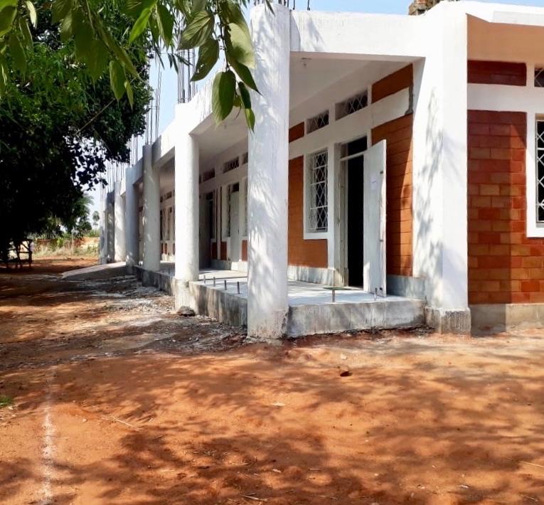 Første bygg på ny campus fylles av skolesekker